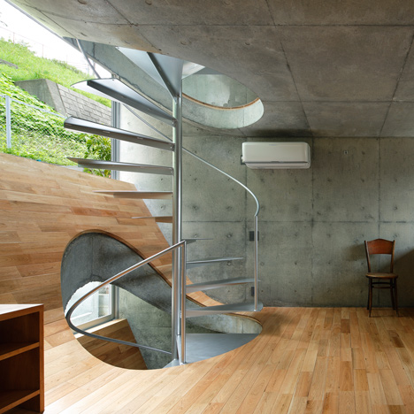 House-in-Byobugaura-by-Takeshi-Hosaka_dezeen_sq