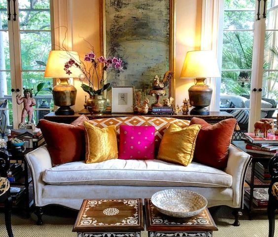 10 Stylish Ideas For Introducing Antiques In Your Living Room